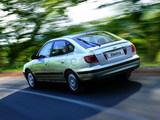 Hyundai Elantra Hatchback (XD) 2003–06 pictures