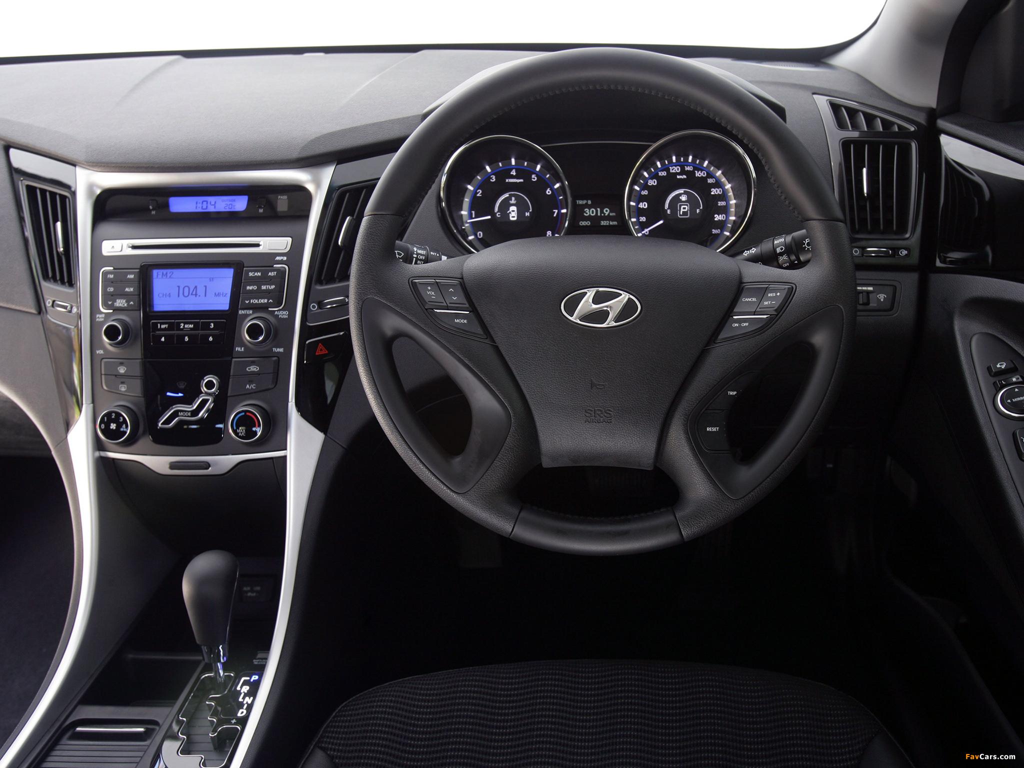 Images of Hyundai i45 (YF) 2010 (2048 x 1536)