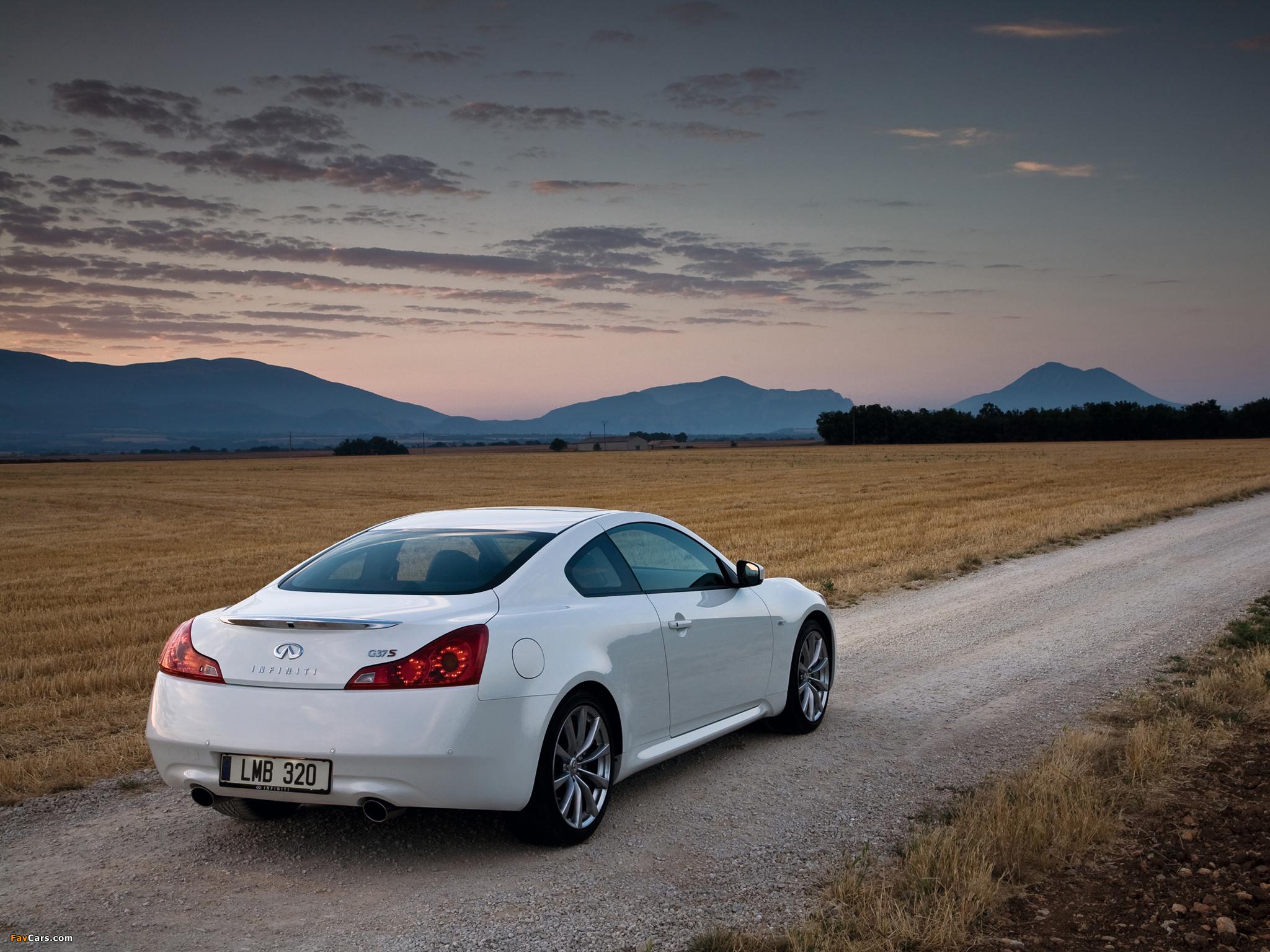 белый автомобиль Infiniti G скачать