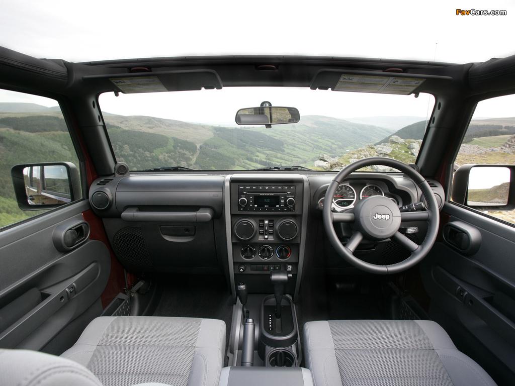 Jeep Wrangler Unlimited Sahara UK-spec (JK) 2007–11 pictures (1024 x 768)