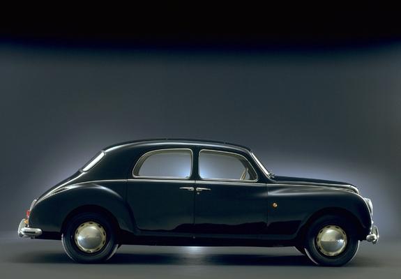 https://img.favcars.com/lancia/aurelia/lancia_aurelia_1950_images_1_b.jpg
