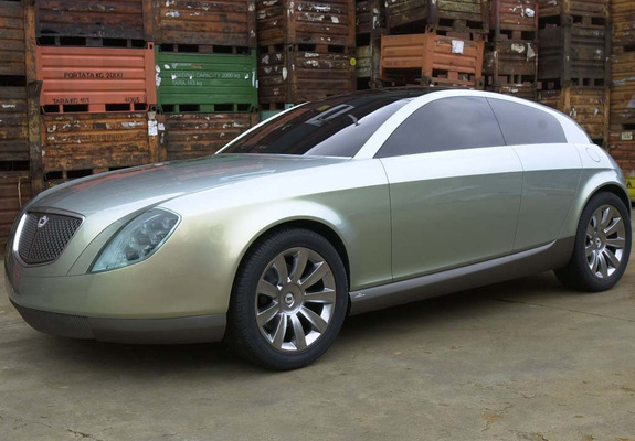 https://img.favcars.com/lancia/concepts/lancia_concepts_2002_pictures_1_b.jpg