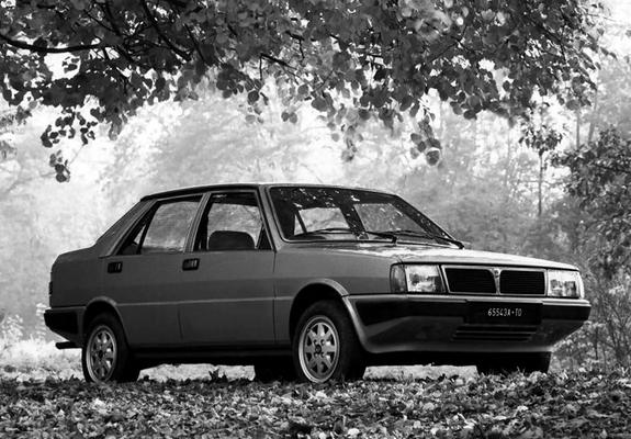 https://img.favcars.com/lancia/prisma/lancia_prisma_1982_images_2_b.jpg