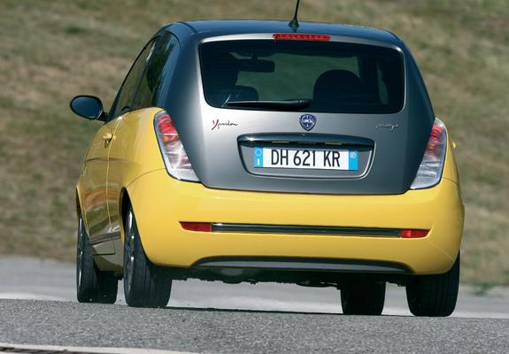 https://img.favcars.com/lancia/ypsilon/pictures_lancia_ypsilon_2007_7_b.jpg