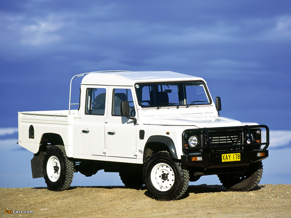 Land Rover Defender 130 Double Cab Pickup AU-spec 1990–2007 wallpapers (1024 x 768)