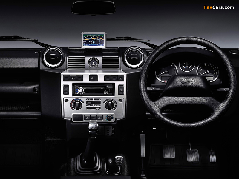 Land Rover Defender 110 SVX RHD 2008 photos (800 x 600)