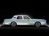 Lincoln Continental Mark VI 4-door Sedan 1980–83 photos