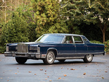 Lincoln Continental Town Car 1977 images