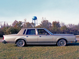 Lincoln Town Car 1981–85 images