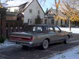 Lincoln Town Car 1981–85 pictures