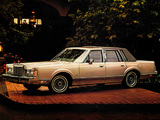 Lincoln Town Car 1985–89 images