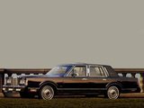 Lincoln Town Car 1985–89 photos