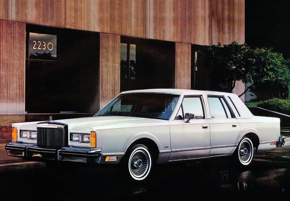 Lincoln Town Car 1981–85 photos