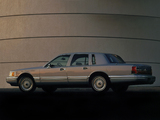 Pictures of Lincoln Town Car 1992–94