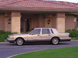 Pictures of Lincoln Town Car 1990–92