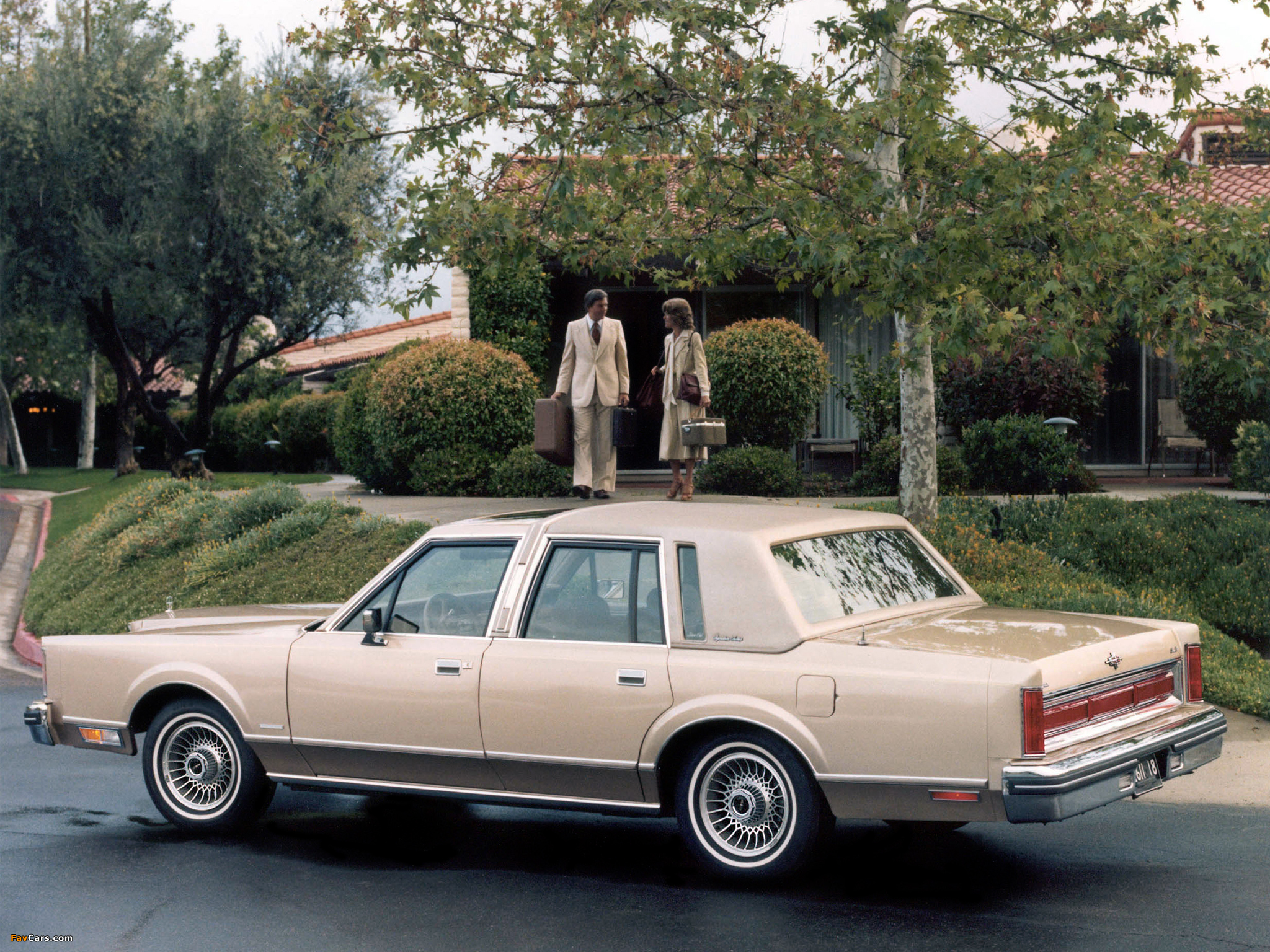 Lincoln Town Car 1981 85 Wallpapers 2048x1536