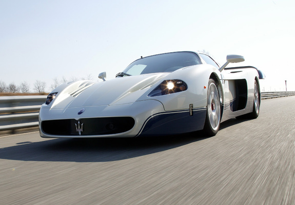 https://img.favcars.com/maserati/mc12/maserati_mc12_2004_pictures_7_b.jpg