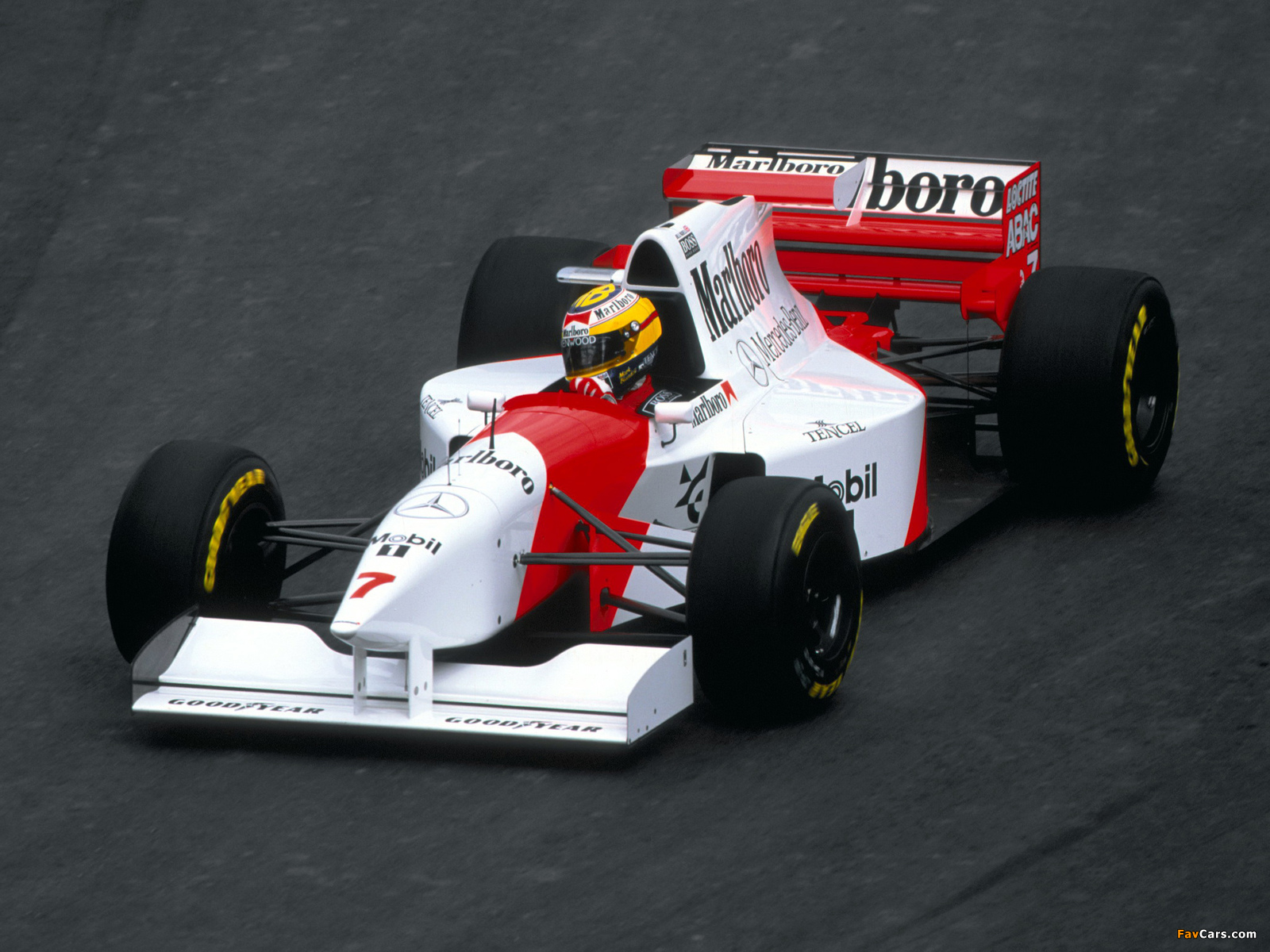 Images of McLaren Mercedes-Benz MP4-10 1995 (1600 x 1200)