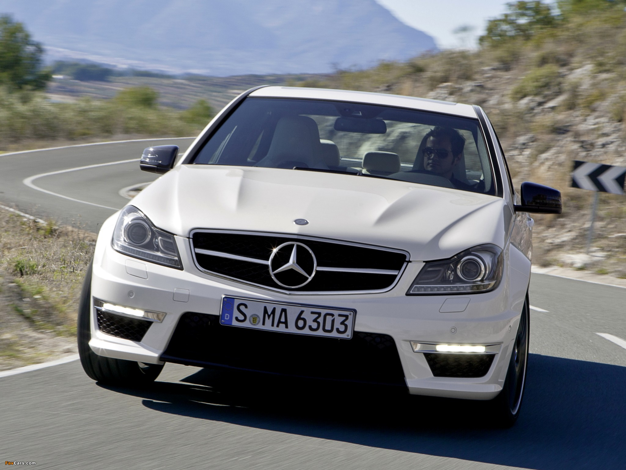 Images of Mercedes-Benz C 63 AMG (W204) 2011 (2048 x 1536)