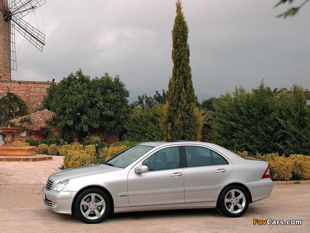 Mercedes-Benz C 350 (W203) 2005–07 images (640 x 480)