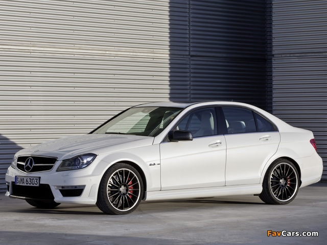 Mercedes-Benz C 63 AMG (W204) 2011 wallpapers (640 x 480)