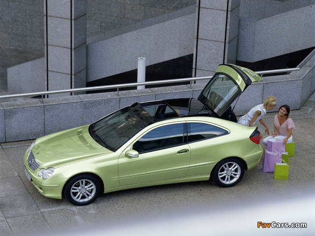Photos of Mercedes-Benz C 200 Kompressor Sportcoupe (C203) 2001–05 (640 x 480)