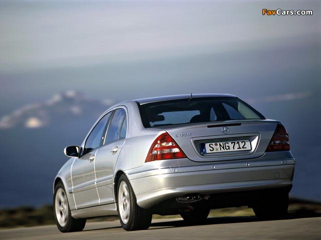 Photos of Mercedes-Benz C 350 (W203) 2005–07 (640 x 480)