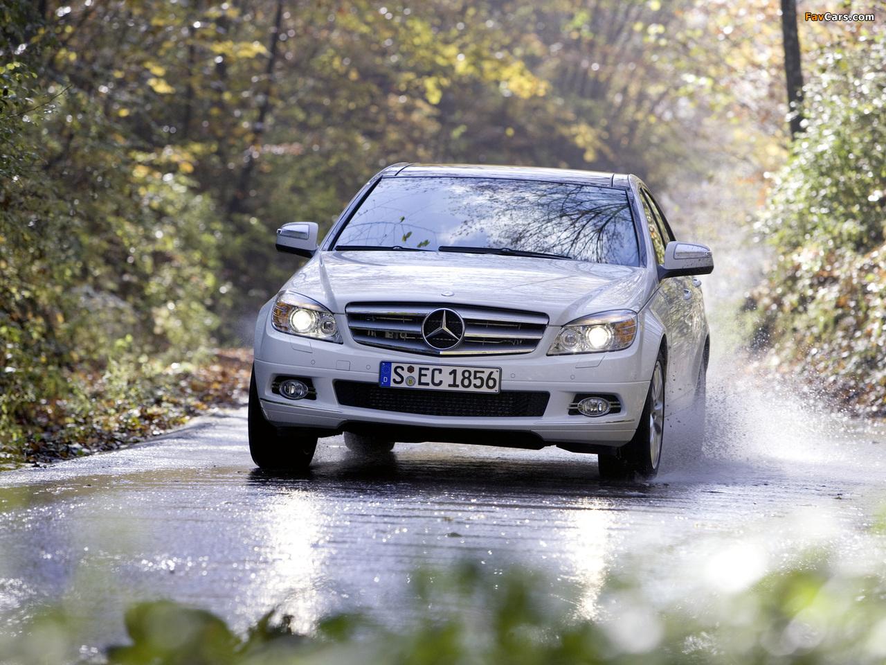 Photos of Mercedes-Benz C 350 4MATIC (W204) 2007–11 (1280 x 960)