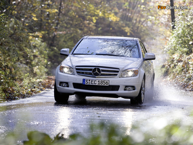 Photos of Mercedes-Benz C 350 4MATIC (W204) 2007–11 (640 x 480)
