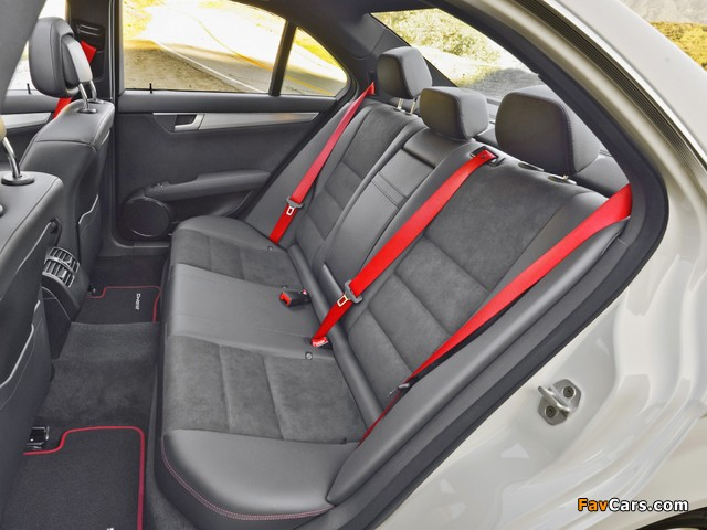 Photos of Mercedes-Benz C 300 4MATIC AMG Sports Package US-spec (W204) 2011 (640 x 480)