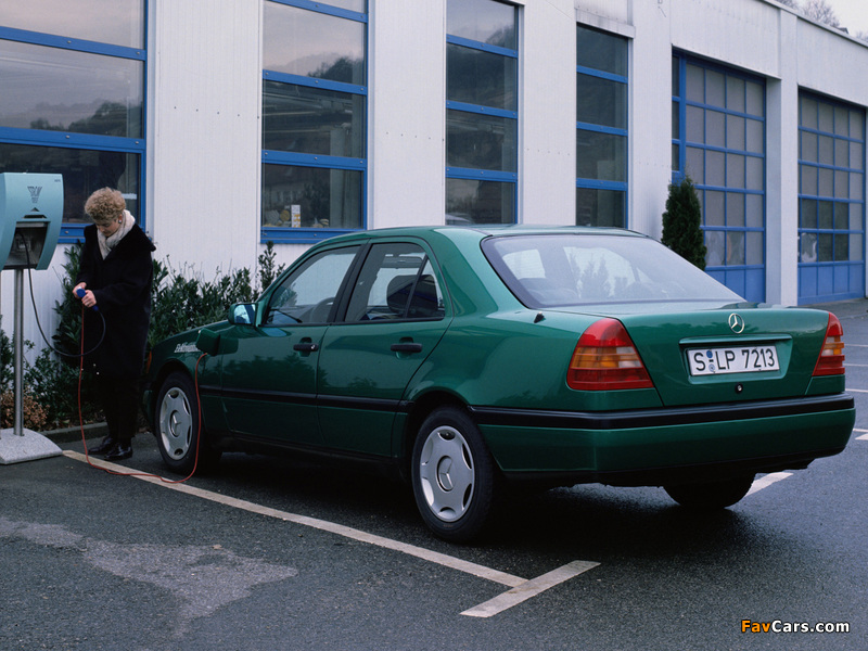 Photos of Mercedes-Benz C-Klasse Elektroantrieb (W202) (800 x 600)