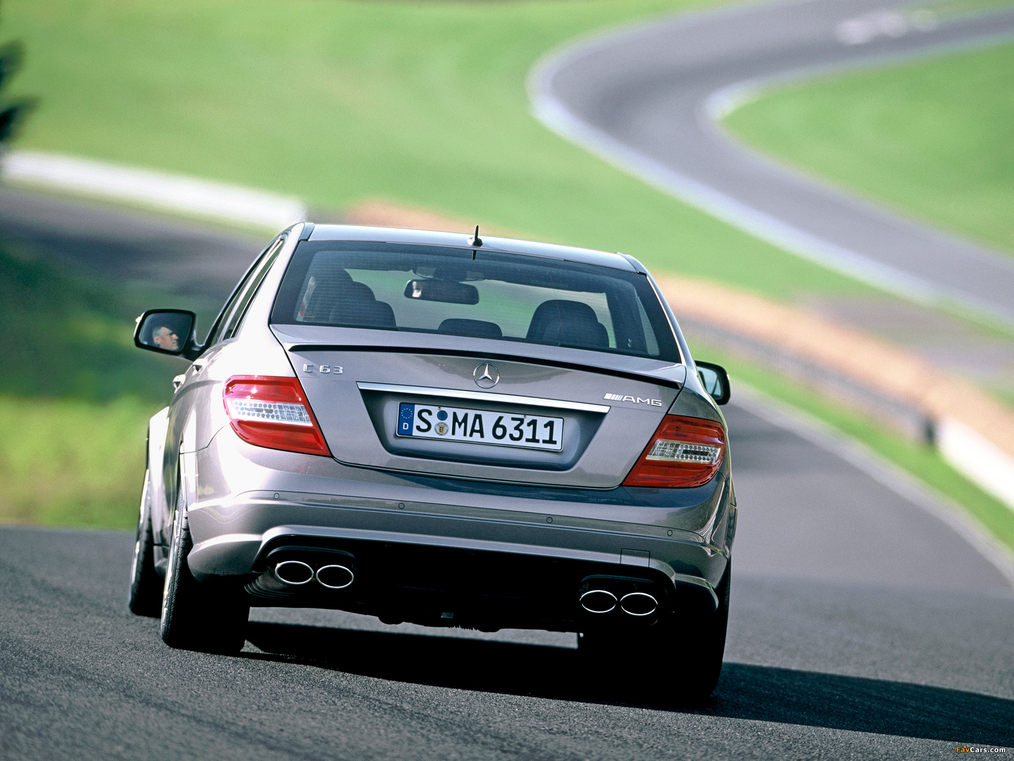 Pictures of Mercedes-Benz C 63 AMG (W204) 2007–11 (2048 x 1536)