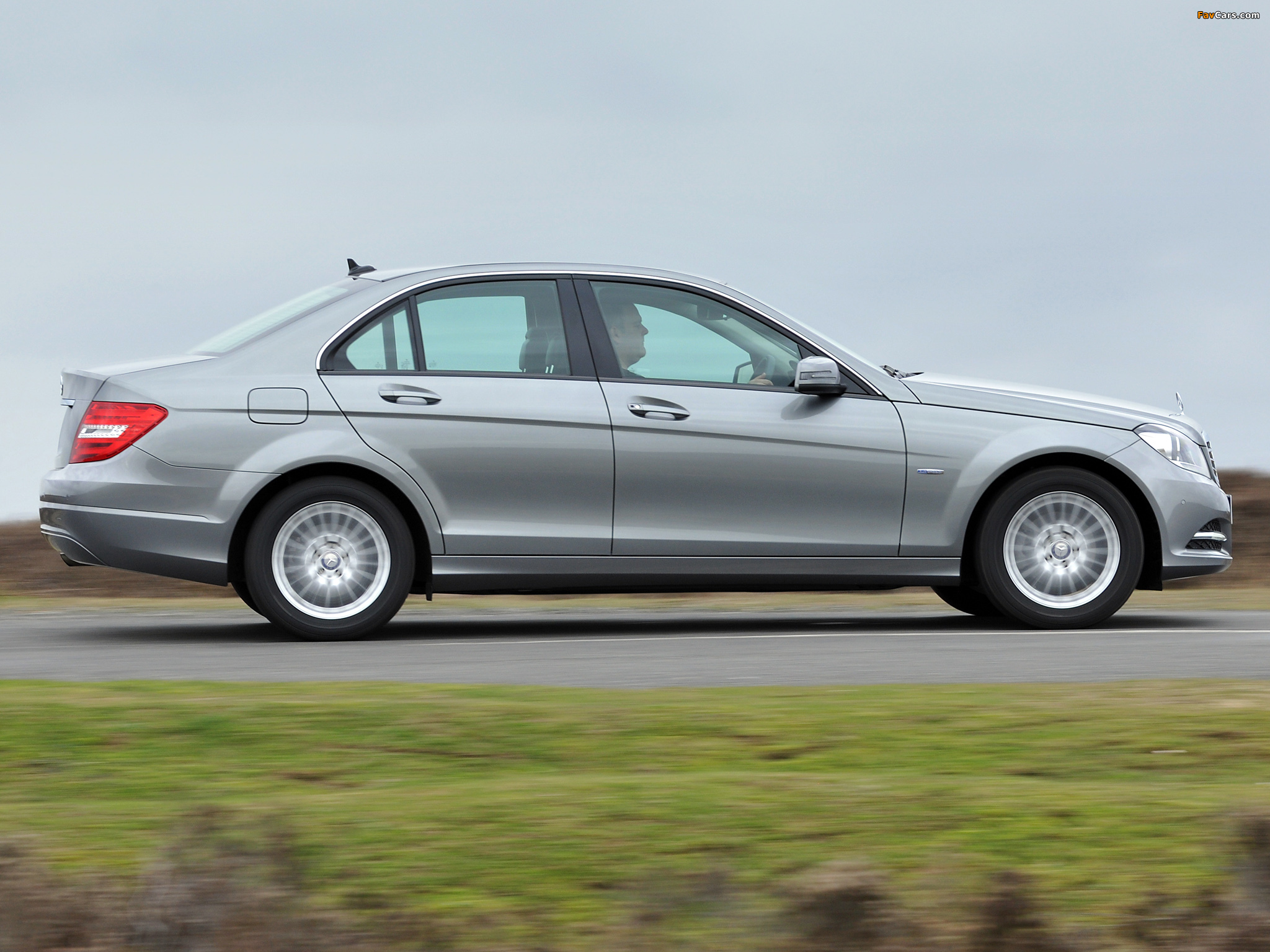 Pictures of Mercedes-Benz C 180 UK-spec (W204) 2011 (2048 x 1536)