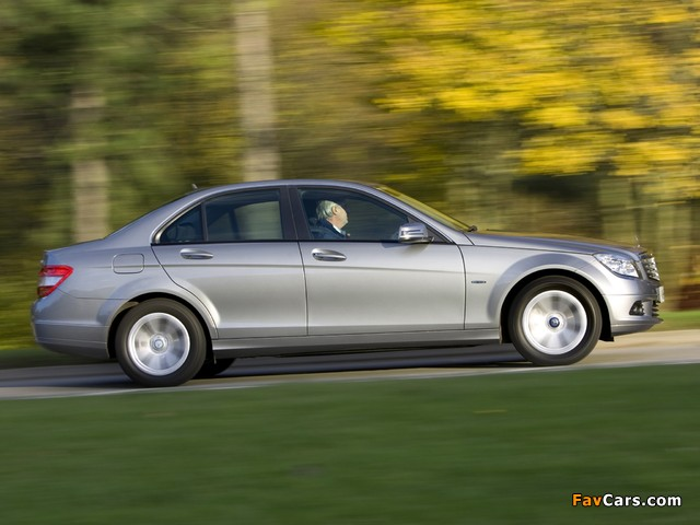Mercedes-Benz C 180 Kompressor BlueEfficiency UK-spec (W204) 2008–11 wallpapers (640 x 480)