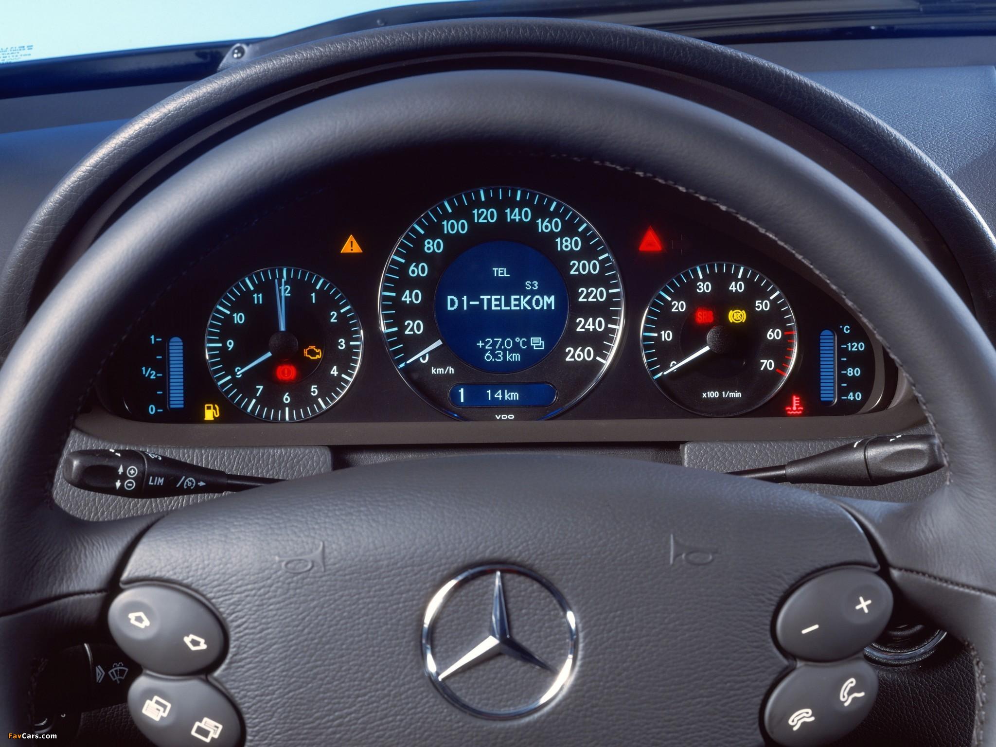Images of Mercedes-Benz CLK 500 (C209) 2002–05 (2048 x 1536)