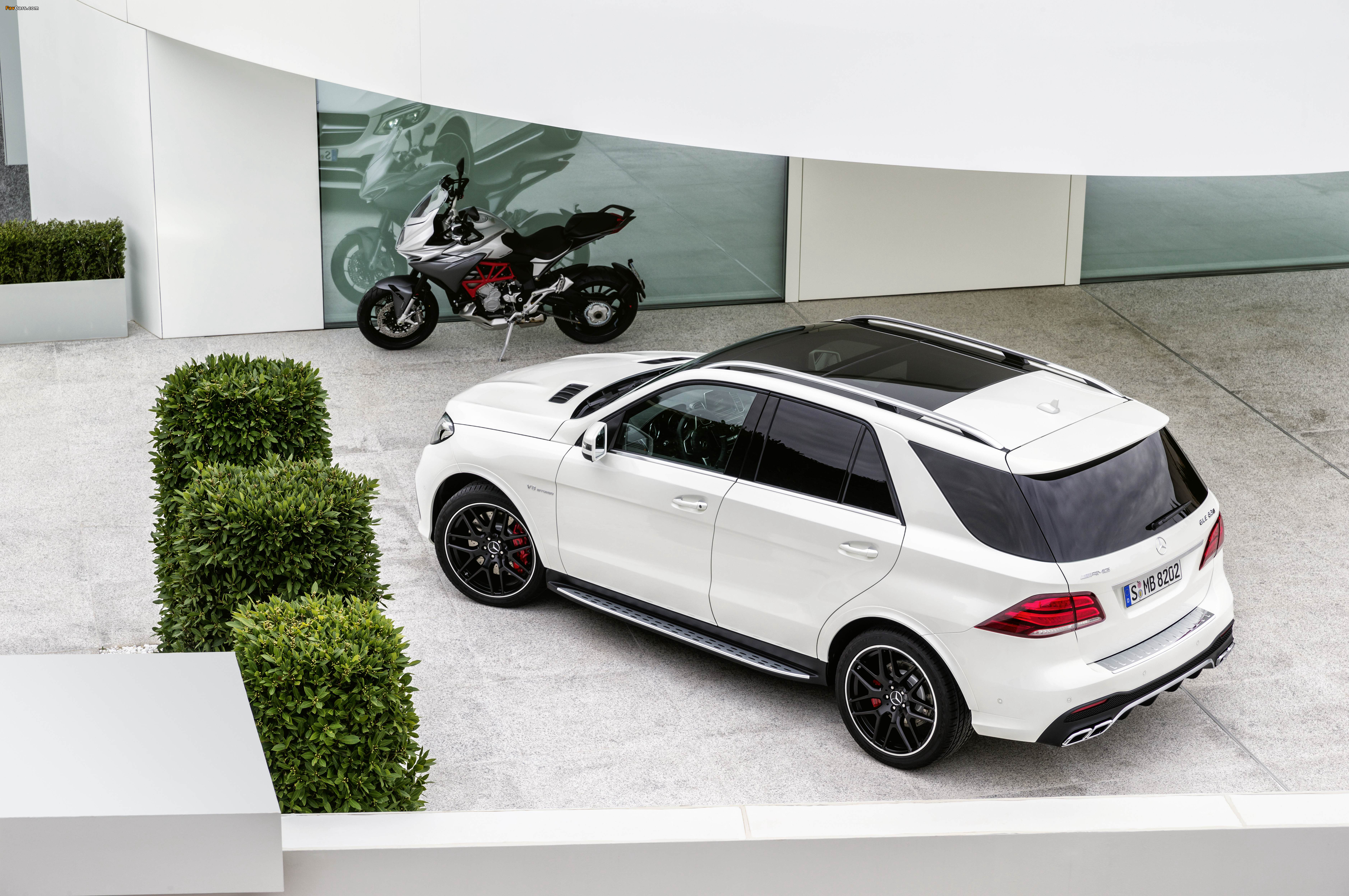Images of Mercedes-AMG GLE 63 S 4MATIC (W166) 2015 (4096 x 2722)