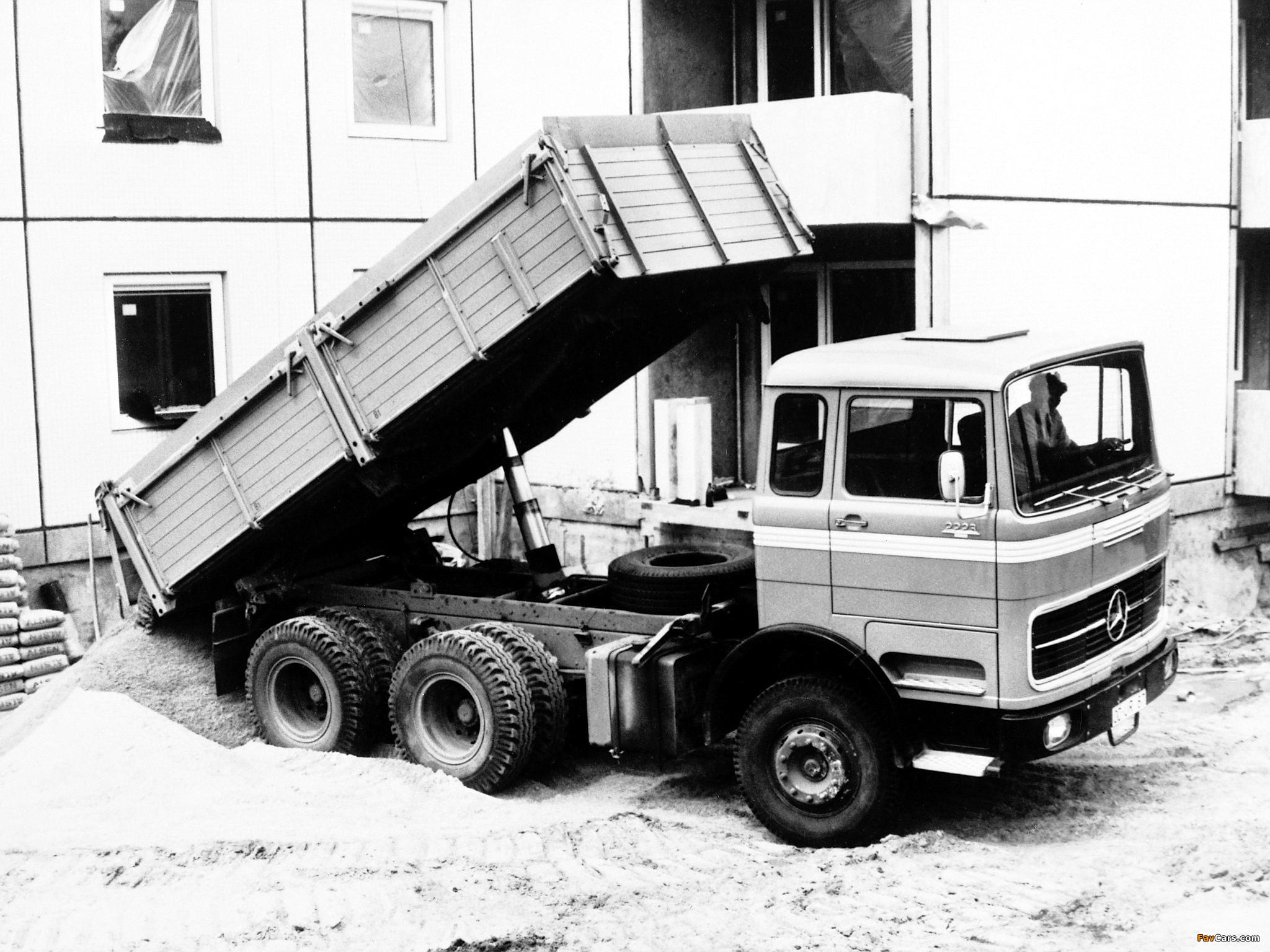 Images of Mercedes-Benz LPK2223 1970 (2048 x 1536)