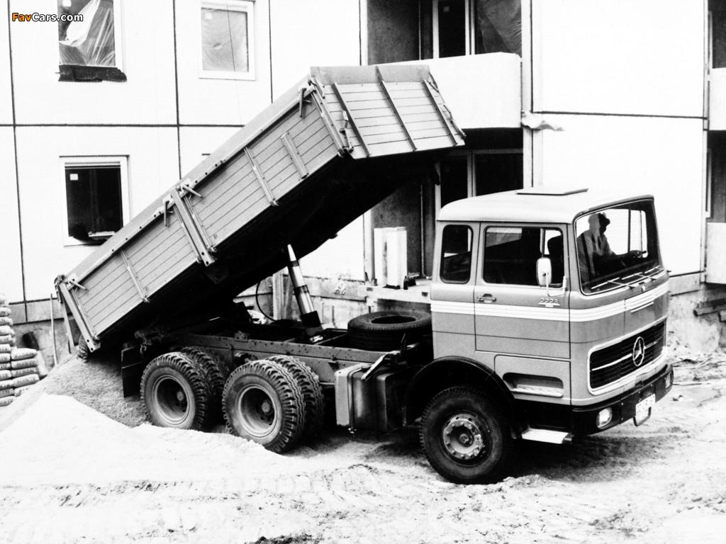 Images of Mercedes-Benz LPK2223 1970 (1024 x 768)