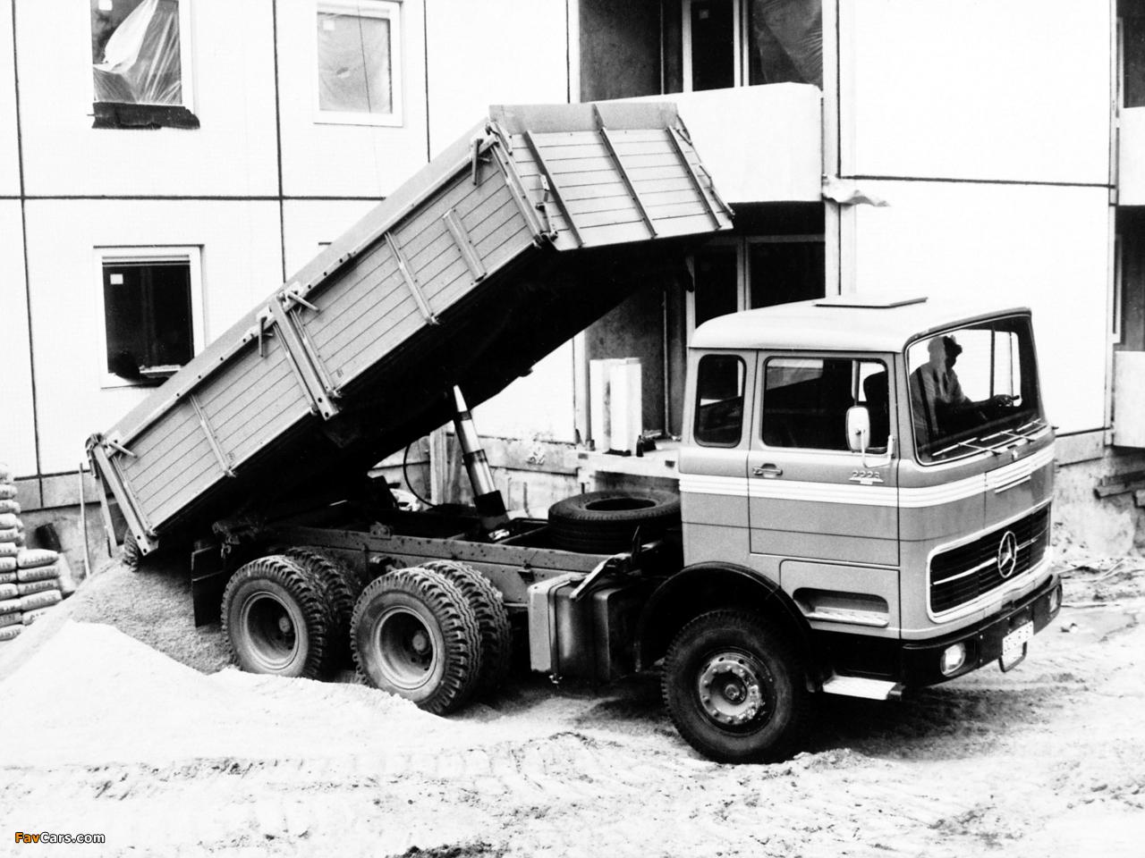 Images of Mercedes-Benz LPK2223 1970 (1280 x 960)