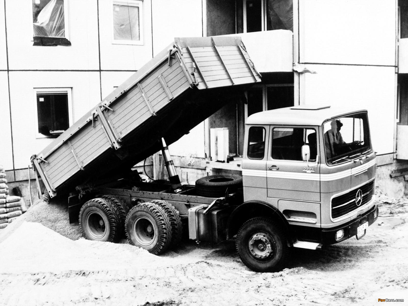 Images of Mercedes-Benz LPK2223 1970 (1600 x 1200)