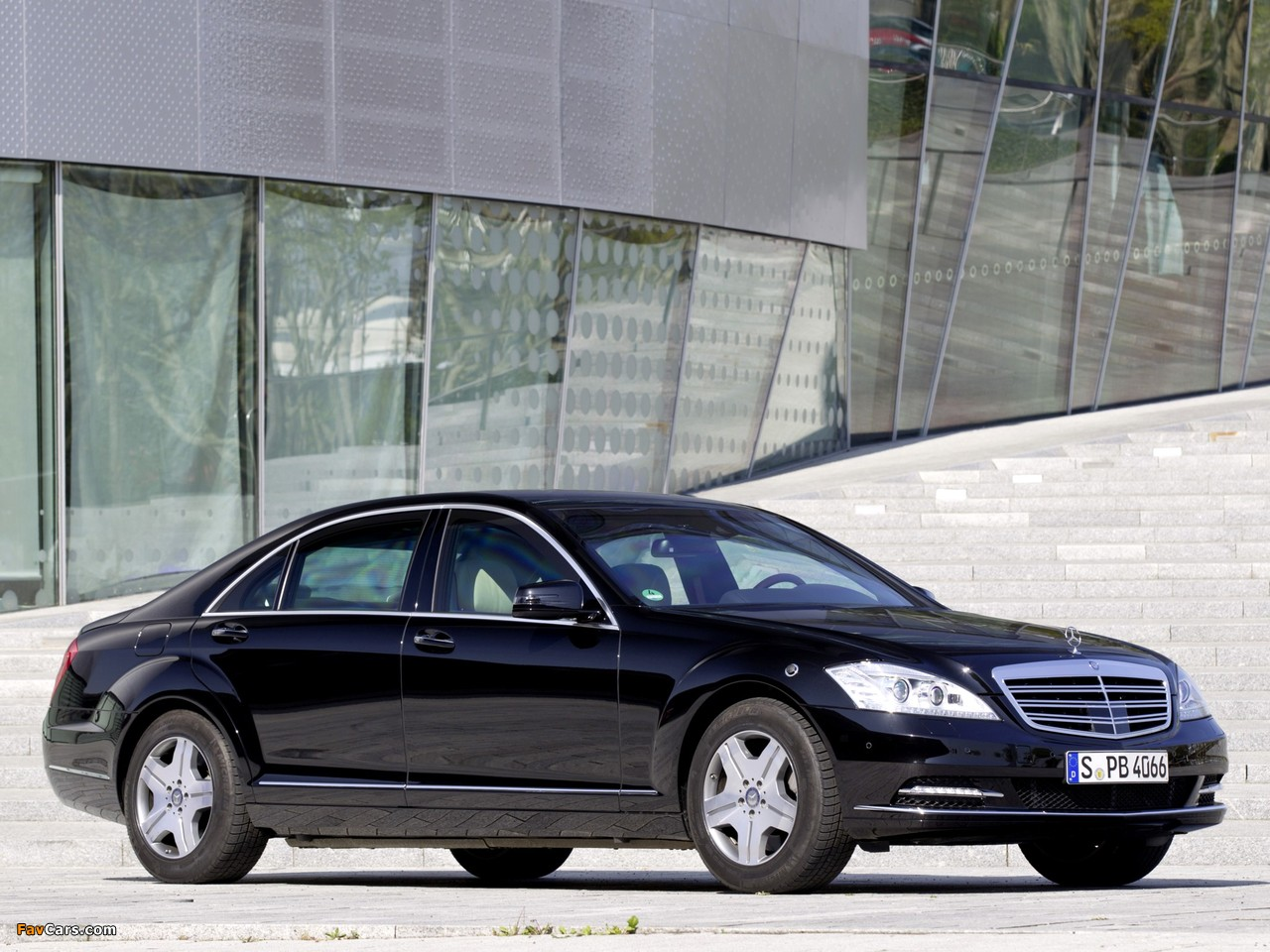 Images of Mercedes-Benz S 600 Guard (W221) 2010–13 (1280 x 960)
