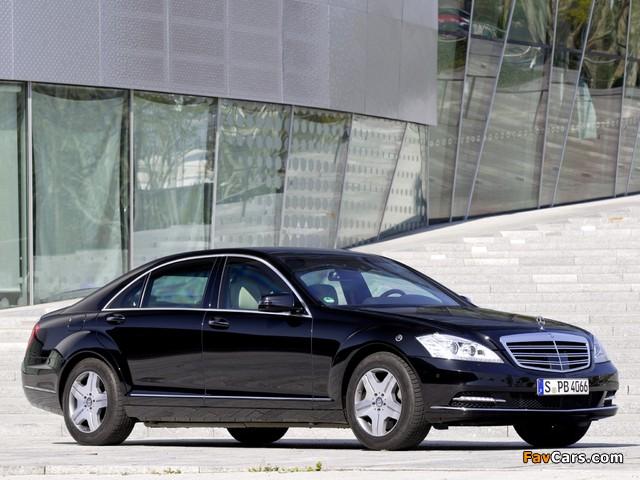 Images of Mercedes-Benz S 600 Guard (W221) 2010–13 (640 x 480)