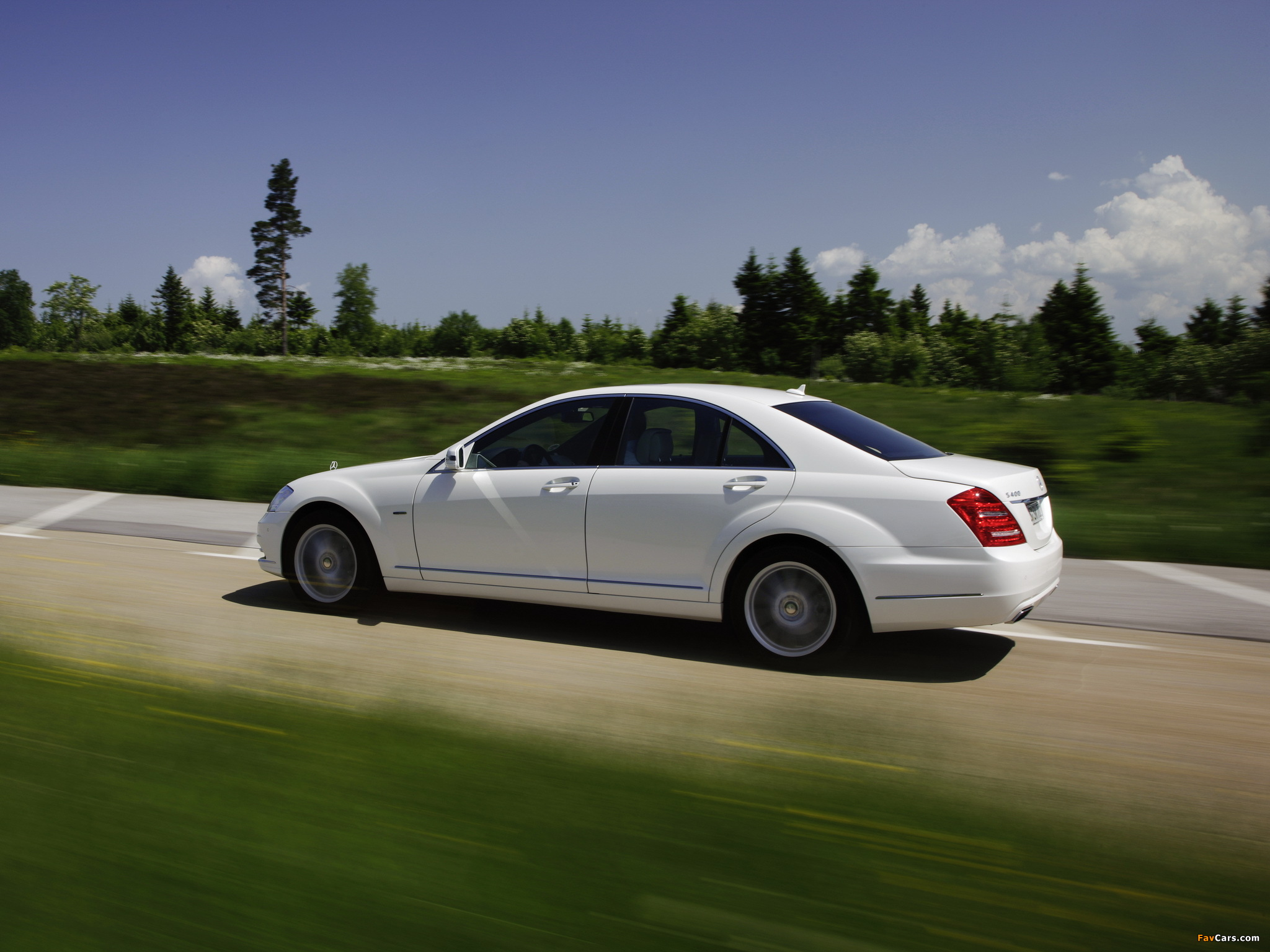 Mercedes Benz S 400 Hybrid W221 2009 13 Wallpapers 2048x1536 Images, Photos, Reviews