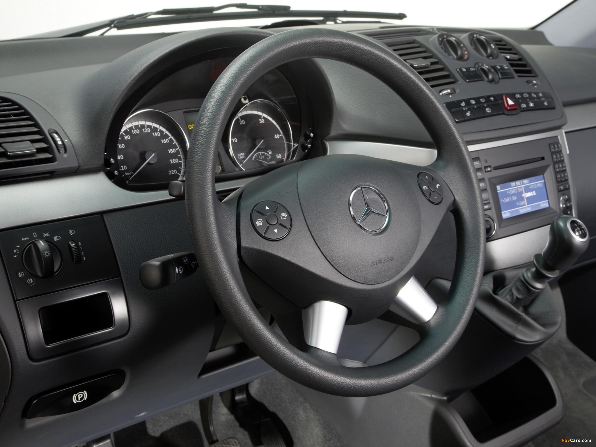 Photos of Mercedes-Benz Viano (W639) 2010 (2048 x 1536)