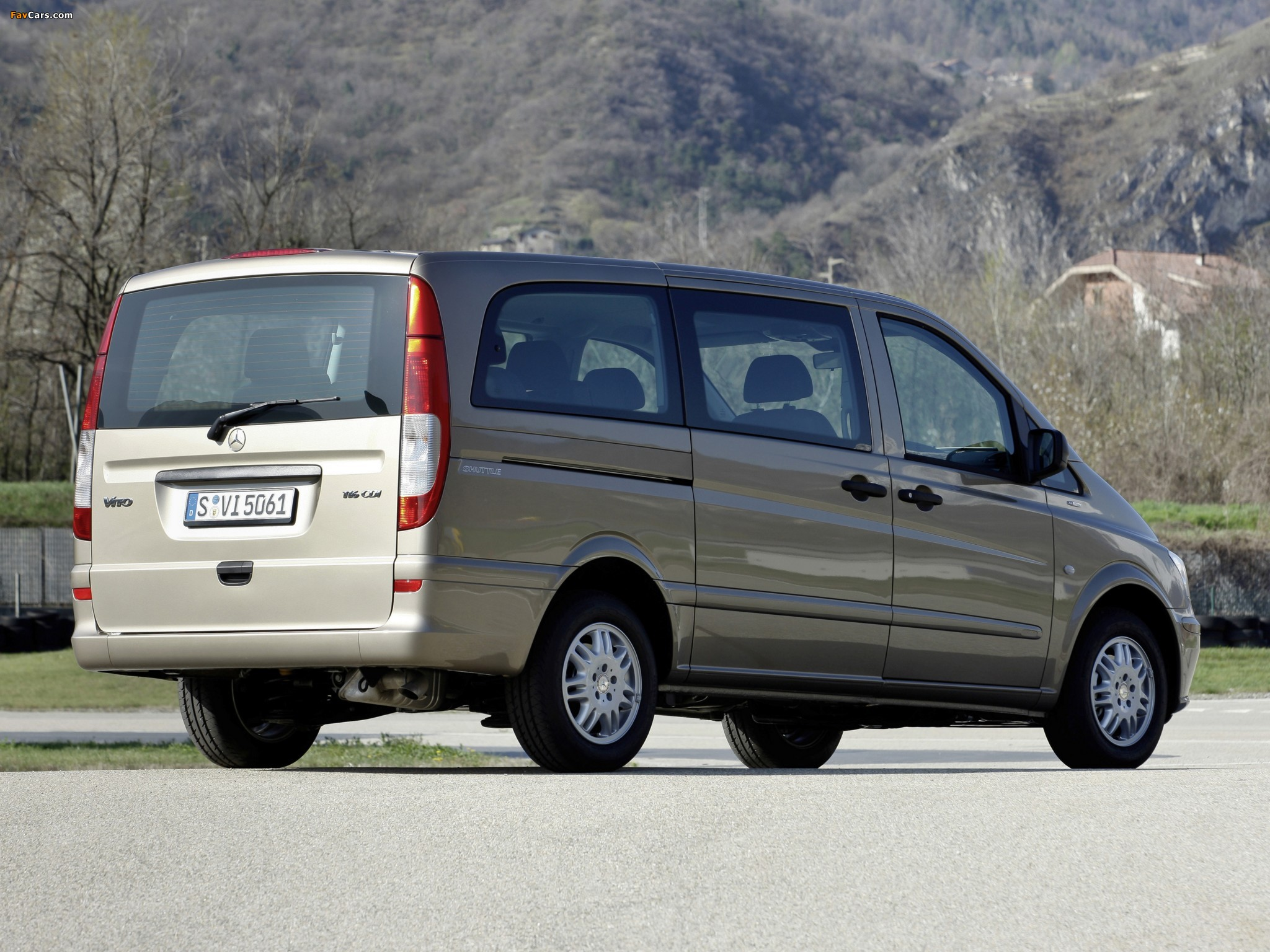 Images of Mercedes-Benz Vito Shuttle (W639) 2011 (2048x1536)