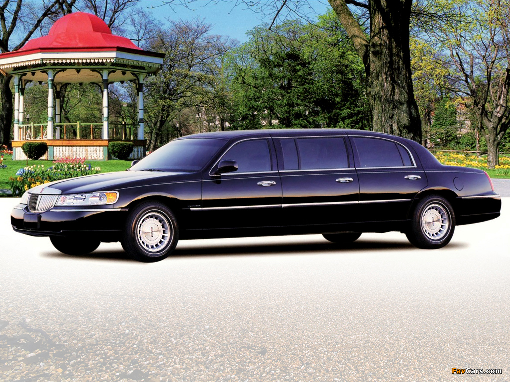 Pictures Of Lincoln Town Car Premier Limousine By Miller Meteor 2000 03