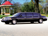 Pictures of Lincoln Town Car Premier Limousine by Miller-Meteor 2000–03