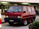Mitsubishi Express SWB Window Van pictures