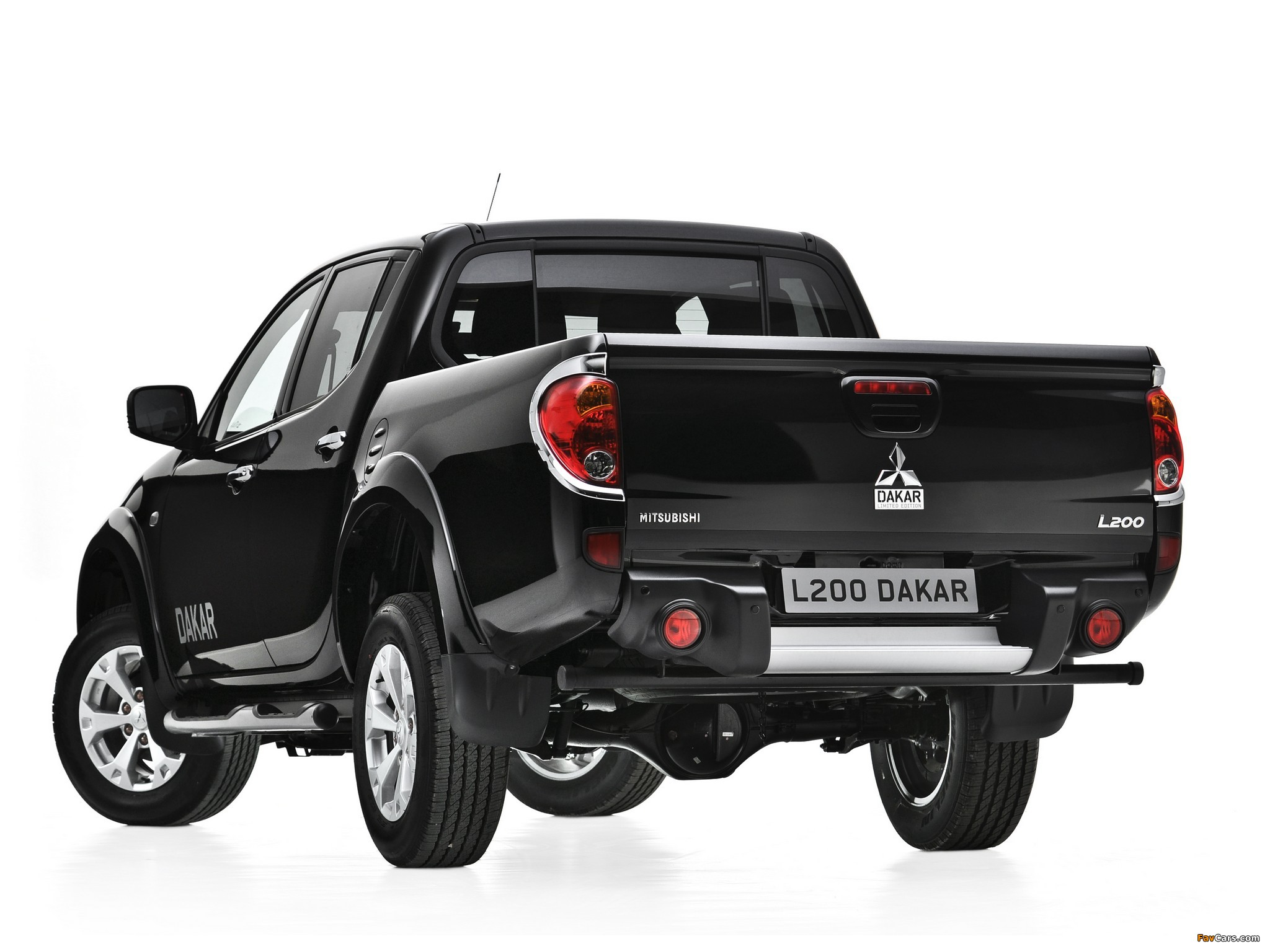 Mitsubishi L200 Dakar 2012 images (2048 x 1536)