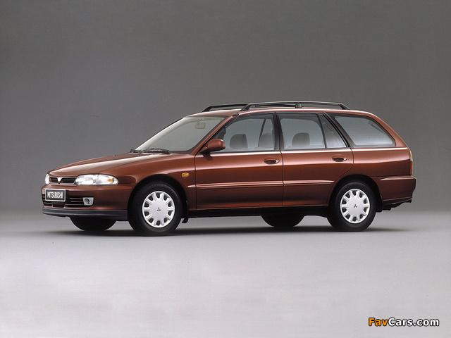 Pictures of Mitsubishi Lancer Wagon 1992–2000 (640 x 480)